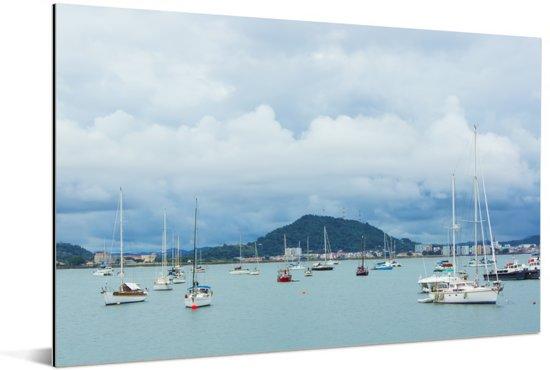 Dobberende boten in de baai van Panama Stad Aluminium 60x40 cm - Foto print op Aluminium (metaal wanddecoratie)