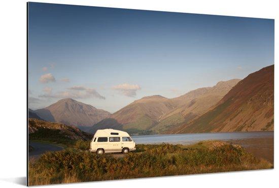 Camper bij het meer in het Nationaal park Lake District Aluminium 90x60 cm - Foto print op Aluminium (metaal wanddecoratie)