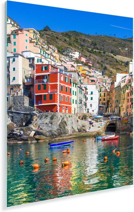 Gekleurde boten in het water bij Cinque Terre Plexiglas 60x90 cm - Foto print op Glas (Plexiglas wanddecoratie)