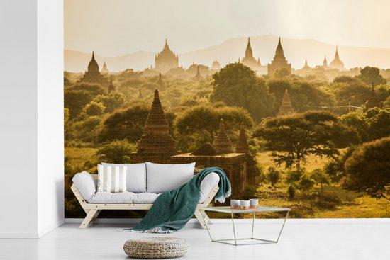 Fotobehang vinyl - Verschillende pagodes in Bagan breedte 360 cm x hoogte 240 cm - Foto print op behang (in 7 formaten beschikbaar)