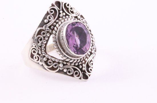 Opengewerkte zilveren ring met amethist