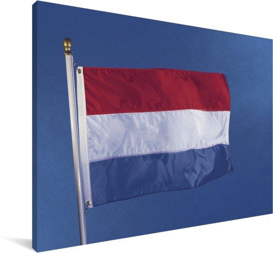 Vlag van Luxemburg in de blauwe lucht Canvas 120x80 cm - Foto print op Canvas schilderij (Wanddecoratie woonkamer / slaapkamer)