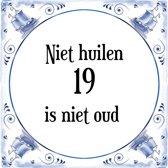 Verjaardag Tegeltje met Spreuk (19 jaar: Niet huilen 19 is niet oud + cadeau verpakking & plakhanger