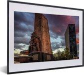 Foto in lijst - Fontein midden in Mexico-stad fotolijst zwart met witte passe-partout klein 40x30 cm - Poster in lijst (Wanddecoratie woonkamer / slaapkamer)