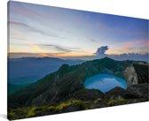 Een helder kratermeer in het nationaal park Kelimutu in Indonesië Canvas 40x20 cm - Foto print op Canvas schilderij (Wanddecoratie woonkamer / slaapkamer)