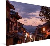Oude stadsstraten van Kioto in Japan tijdens de avond Canvas 120x80 cm - Foto print op Canvas schilderij (Wanddecoratie woonkamer / slaapkamer) / Aziatische steden Canvas Schilderijen