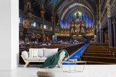 Fotobehang vinyl - Het interieur van binnen van de Notre Dame in Parijs breedte 390 cm x hoogte 260 cm - Foto print op behang (in 7 formaten beschikbaar)