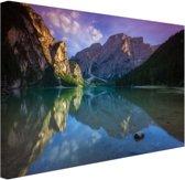 Meer tussen de bergen Canvas 80x60 cm - Foto print op Canvas schilderij (Wanddecoratie woonkamer / slaapkamer)