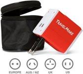 Universele Wereldstekker met 2 USB Poorten – Rood - Internationale Reisadapter Voor meer dan 150 landen - Engeland (UK) - Amerika (USA) - Australië - Azië - Zuid Amerika - Reis Adapter Stekker – Reisstekker – Wereldadapter – Travel Verloopstekker