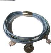 Petra's Sieradenwereld - Leren armband lichtblauw met magneetsluiting (1025)