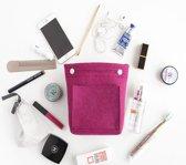Vilten toilettas, make-uptas. Klein ontwerp met 2 buitenzakken en een binnenvak. Past in grotere zakken. 23x18x3cm. Roze.