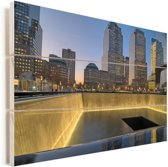 Schemering bij het September 11 Memorial in New York Vurenhout met planken 120x80 cm - Foto print op Hout (Wanddecoratie)