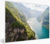 Foto in lijst - Een luchtfoto van de Geirangerfjord Noorwegen fotolijst wit 40x30 cm - Poster in lijst (Wanddecoratie woonkamer / slaapkamer)