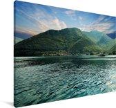 Kustlijn van de Baai van Kotor met de bergen van Montenegro Canvas 60x40 cm - Foto print op Canvas schilderij (Wanddecoratie woonkamer / slaapkamer)