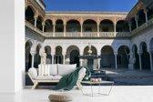 Fotobehang vinyl - De binnenplaats en fontein in het Koninklijk Paleis van Sevilla breedte 450 cm x hoogte 300 cm - Foto print op behang (in 7 formaten beschikbaar)