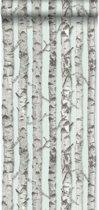 HD vliesbehang berken boomstammen licht pastel mint groen en warm grijs - 138890 van ESTAhome.nl