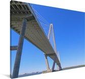 Een hangbrug met uitzicht op een blauwe hemel Canvas 180x120 cm - Foto print op Canvas schilderij (Wanddecoratie woonkamer / slaapkamer) XXL / Groot formaat!