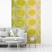 Fotobehang vinyl - Gesneden plakjes prei breedte 270 cm x hoogte 400 cm - Foto print op behang (in 7 formaten beschikbaar)