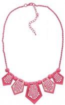 Korte, roze ketting met roze kralen en roze hangers met kristallen steentjes.