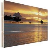 Zonsondergang op het eiland Bora Bora Vurenhout met planken 90x60 cm - Foto print op Hout (Wanddecoratie)