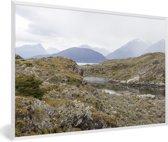 Foto in lijst - De mooie gebergtes van het Nationaal park Tierra del Fuego fotolijst wit 60x40 cm - Poster in lijst (Wanddecoratie woonkamer / slaapkamer)