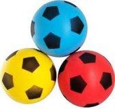 Drie Foam Voetballen Foamballen 20 cm Rood, Geel en Blauw