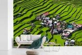 Fotobehang vinyl - Een dorp tussen de Rijstterrassen van Banaue in Azië breedte 420 cm x hoogte 280 cm - Foto print op behang (in 7 formaten beschikbaar)