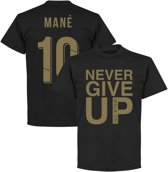 Never Give Up Liverpool Mane 10 T-Shirt - Zwart/ Goud - M