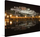 Het Potalapaleis mooi verlicht in de nacht Canvas 180x120 cm - Foto print op Canvas schilderij (Wanddecoratie woonkamer / slaapkamer) XXL / Groot formaat!