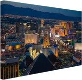 FotoCadeau.nl - Luchtfoto verlicht stadsbeeld Las Vegas Canvas 60x40 cm - Foto print op Canvas schilderij (Wanddecoratie)