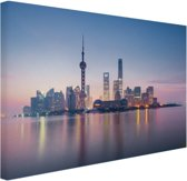 Mistig Shanghai Canvas 80x60 cm - Foto print op Canvas schilderij (Wanddecoratie woonkamer / slaapkamer) / Steden Canvas Schilderijen