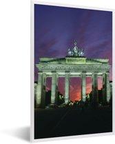 Foto in lijst - De Brandenburger Tor in het Duitse Berlijn met een kleurrijke hemel fotolijst wit 40x60 cm - Poster in lijst (Wanddecoratie woonkamer / slaapkamer)