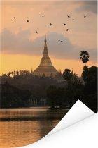 Vogels boven de Schwedagonpagode in Myanmar Poster 80x120 cm - Foto print op Poster (wanddecoratie woonkamer / slaapkamer)