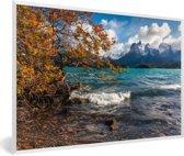 Foto in lijst - Meer Pehoe in het Nationaal park Torres del Paine in Chili fotolijst wit 60x40 cm - Poster in lijst (Wanddecoratie woonkamer / slaapkamer)