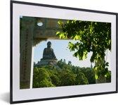 Foto in lijst - De Tian Tan Boeddha vanuit een gevel in Japan fotolijst zwart met witte passe-partout klein 40x30 cm - Poster in lijst (Wanddecoratie woonkamer / slaapkamer)