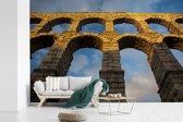 Fotobehang vinyl - Aquaduct van Segovia van beneden in het Europese Spanje breedte 540 cm x hoogte 360 cm - Foto print op behang (in 7 formaten beschikbaar)