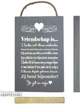 S131 Vriendschap witte letter steigerhouten tekstbord.