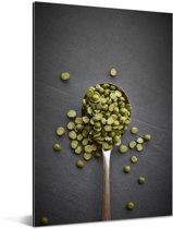 Lepel gevuld met groene linzen Aluminium 80x120 cm - Foto print op Aluminium (metaal wanddecoratie)