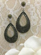 zilverkleurige oorstekers met hanger van mosgroene stras steentjes