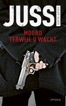 Boek cover Moord terwijl u wacht van Jussi Adler-Olsen (Paperback)