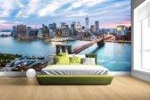 Fotobehang vinyl - Luchtfoto Brooklyn Bridge NY breedte 380 cm x hoogte 265 cm - Foto print op behang (in 7 formaten beschikbaar)