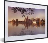 Foto in lijst - Takken hangen over de skyline van Sydney fotolijst zwart met witte passe-partout klein 40x30 cm - Poster in lijst (Wanddecoratie woonkamer / slaapkamer)