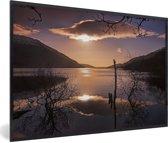 Foto in lijst - Kleurrijke zonsopgang over het Loch Lomond meer in Schotland fotolijst zwart 60x40 cm - Poster in lijst (Wanddecoratie woonkamer / slaapkamer)
