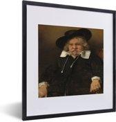 Foto in lijst - Portret van een oude man - Schilderij van Rembrandt van Rijn fotolijst zwart met witte passe-partout 40x50 cm - Poster in lijst (Wanddecoratie woonkamer / slaapkamer)