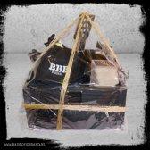 Best BBQ Box - Kist - Jack Black (Leren schort) - Bone Collector (afvalbakje) - Tuff BBQ Gloves ( BBQ handschoenen) - 50 bierviltjes - BBB Snapcap - 1e klas houtskool - Black Box (houten kist)