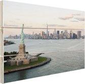 Vrijheidsbeeld met Skyline Hout 80x60 cm - Foto print op Hout (Wanddecoratie)