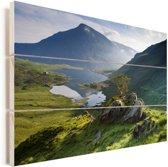 Fantastisch uitzicht over Snowdonia met mooie bergen en een mooi meer in Wales Vurenhout met planken 60x40 cm - Foto print op Hout (Wanddecoratie)