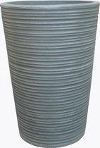 Robuuste plantenbak, ribbel, uit light cement. H. 72 cm en 51 cm rond aan bovenzijde. Mooi bij de voordeur of andere prominente omgeving. Fiber cement is hetzelfde als light cement of fiber clay.