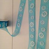 Organza lint turquoise met witte bloemen, 25 mm x 20 meter