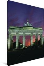 De Brandenburger Tor in het Duitse Berlijn met een kleurrijke hemel Canvas 120x180 cm - Foto print op Canvas schilderij (Wanddecoratie woonkamer / slaapkamer) XXL / Groot formaat!